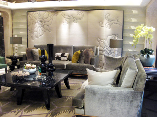 室內裝修墻紙以淡色系的白色和灰色為主
