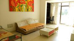 十里长街精装清爽二房带全套家具拎包入住。