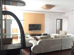 八一路 银海华庭 精装三房 客厅很大 家具齐备 电梯高层