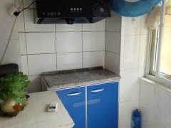 长安西区纯阳面车库一室一厅一卫精装修热水器、油烟机空调席梦思