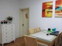 房子是精装首次出租,正规居室,客厅宽敞,采光好