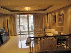 4室2厅266平米、家电家具全齐、2.8万/月