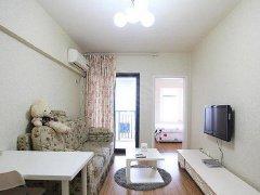 房东直租,房内的家具家电齐全,一室一厅,完全可以拎包入住。