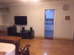 龙珠公寓精装修大两居  房子干净明亮 随时拎包入住 随时看房